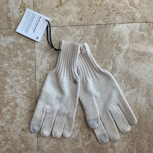 NWT Lululemon wool be toasty gloves